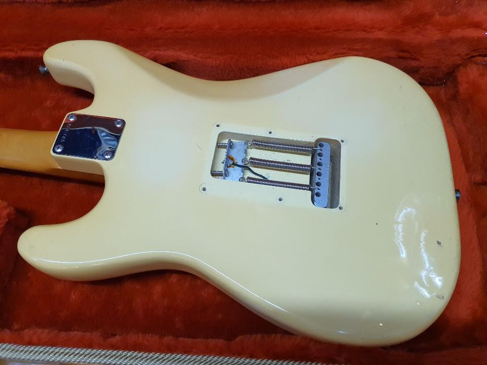 1988 Fender 62 Vintage Reissue_Corona