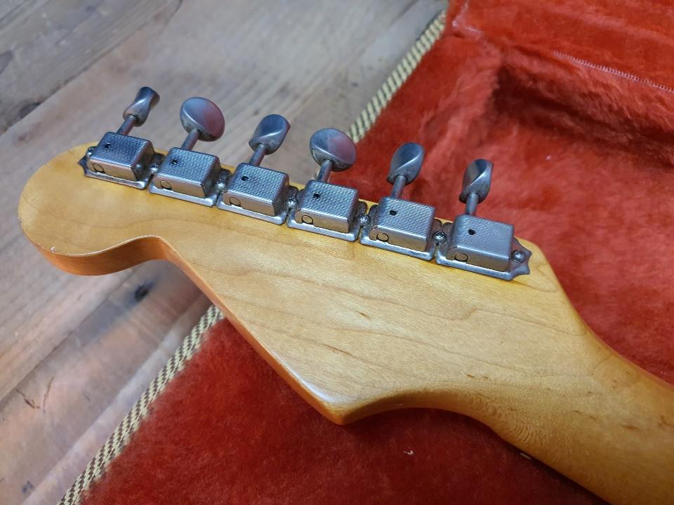 1989 Fender 62 Vintage Reissue_Corona